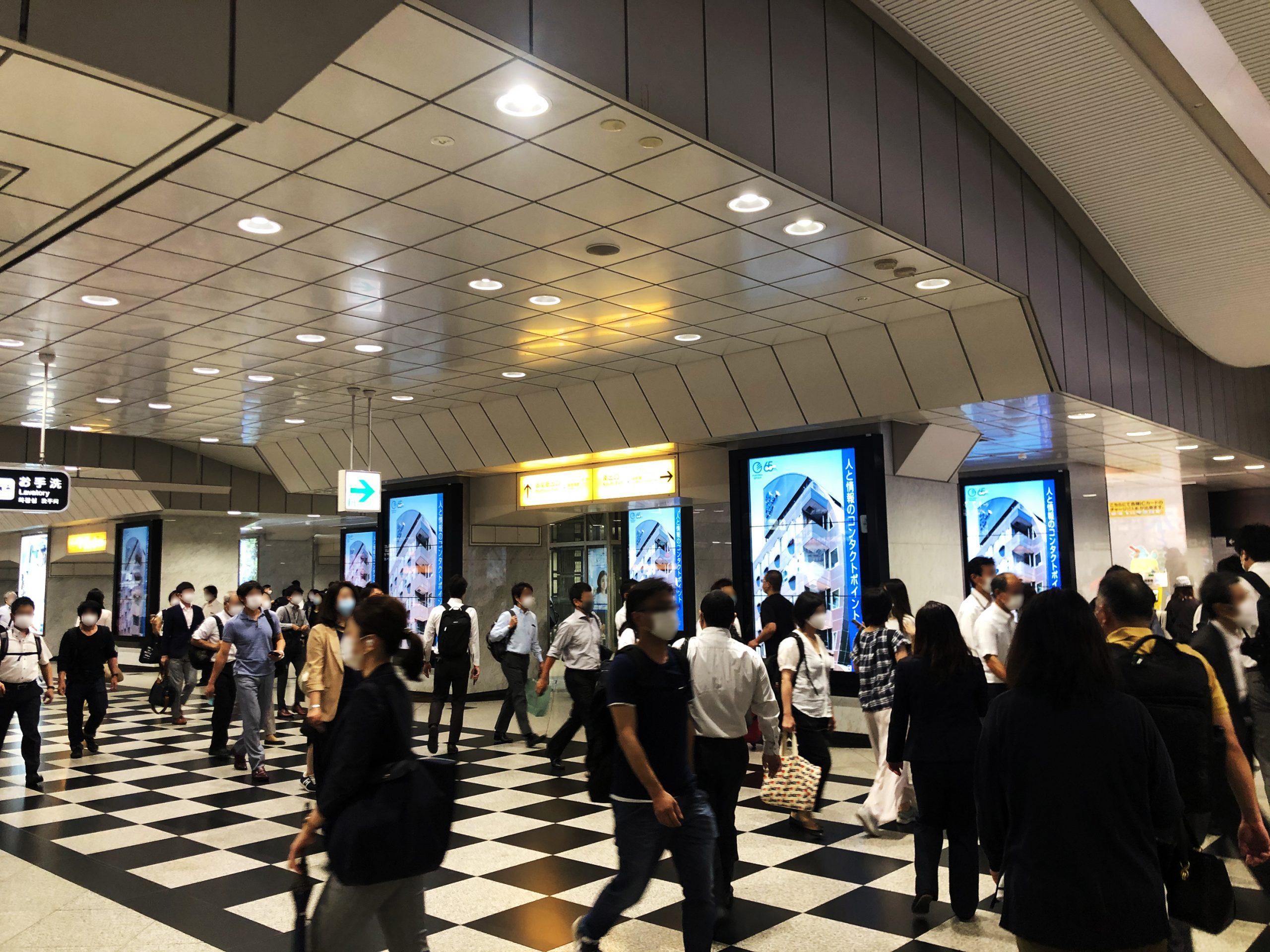 大阪駅プレミアム6デジタルサイネージ